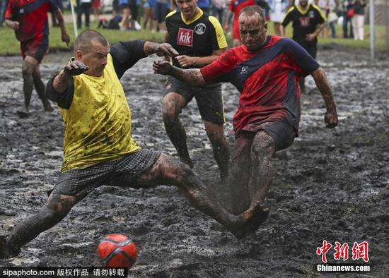 Players compete in mud in 'swamp soccer' in Belarus