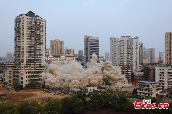 Controlled explosions bring down 49.5 meter building