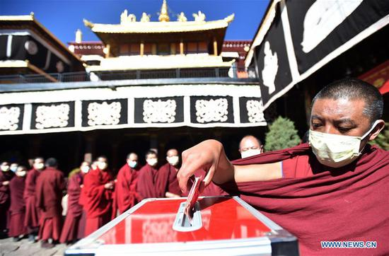 Tibetan Buddhist temples hold services, donate money to support novel coronavirus-infected areas