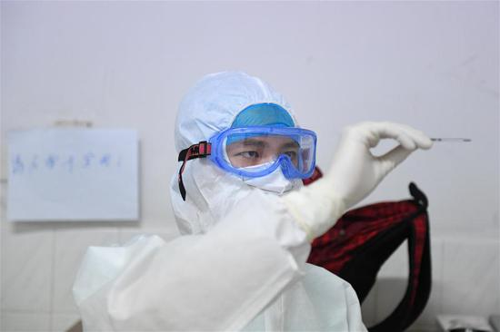 Young male nurse volunteers to join battle against epidemic in central China's Hunan
